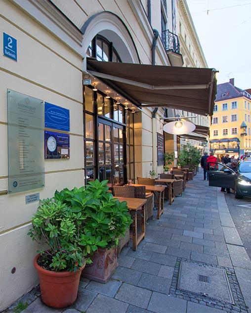 Straße vor der Hautarztpraxis in München